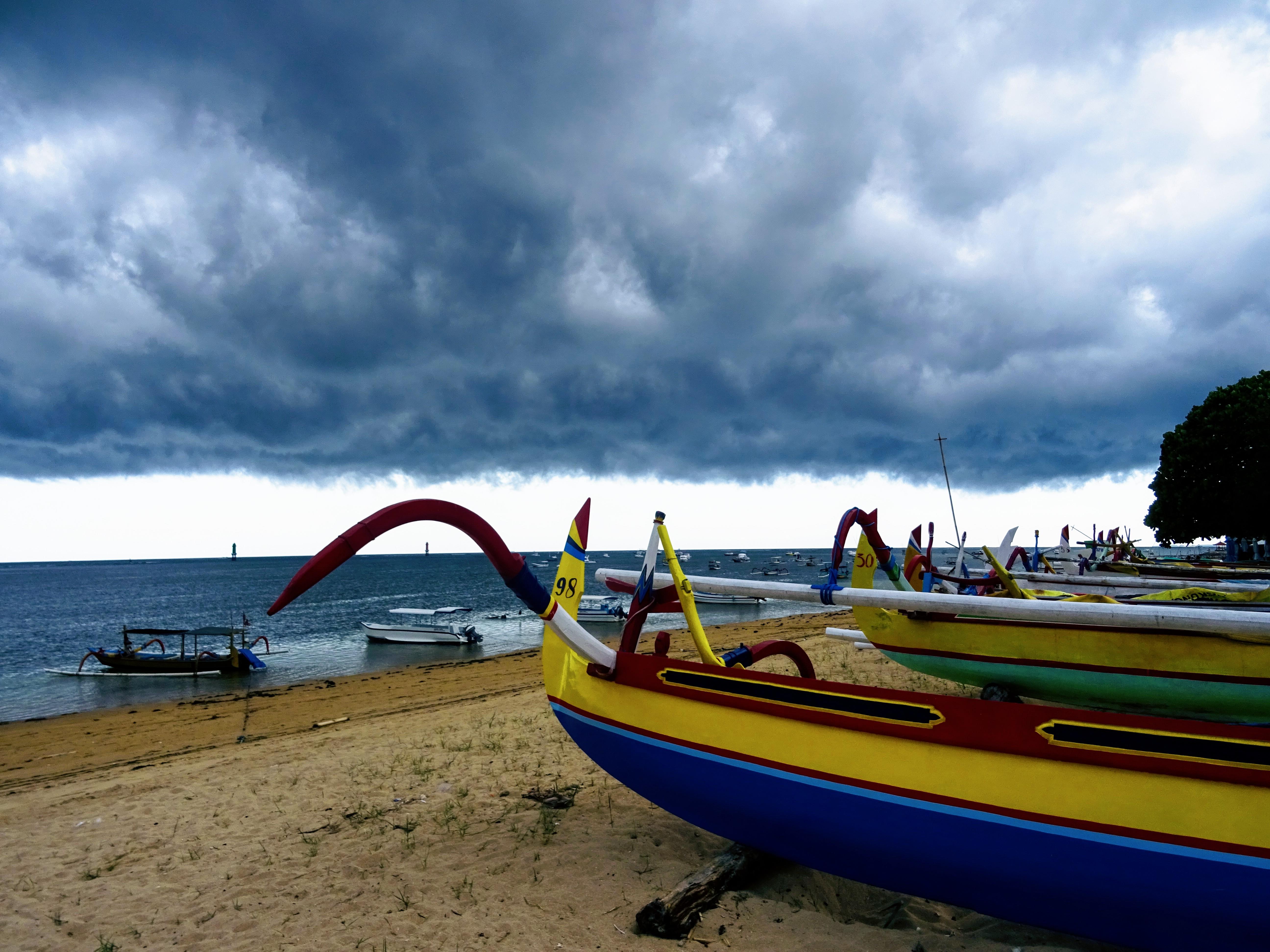 Barevné rybářské loďky © Filip Altman