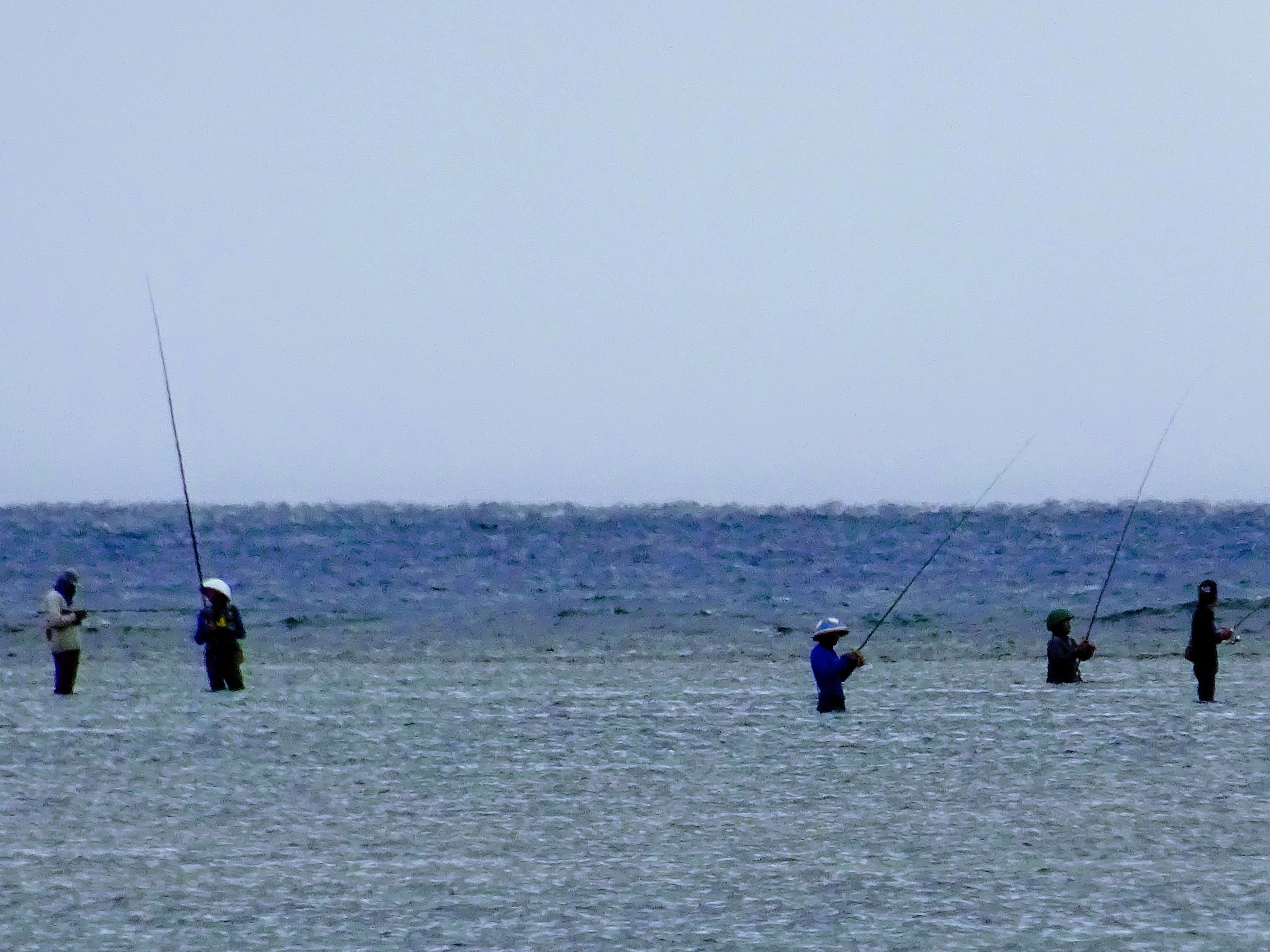 Místní rybáři využívají nízké hladiny © Filip Altman