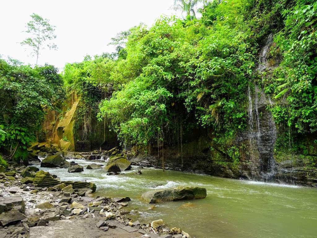 Sumampan waterfall, Kemenuh