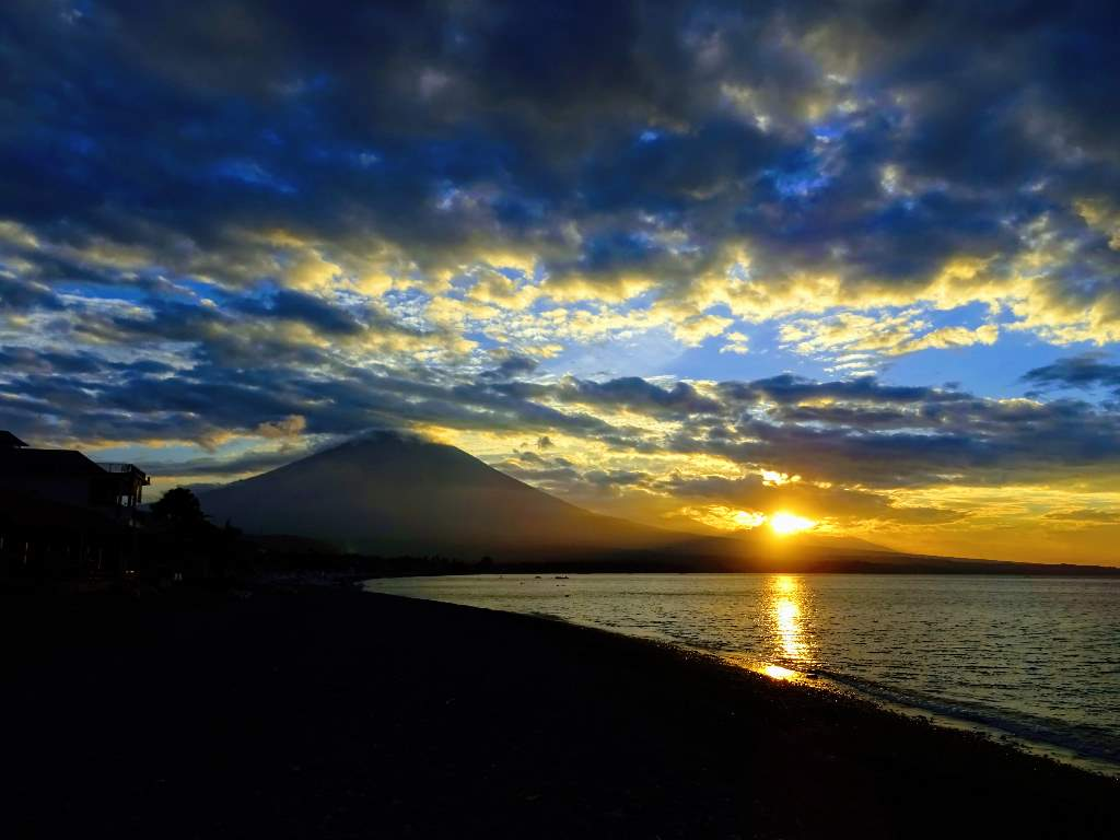 Volcano Mount Agung, Amed