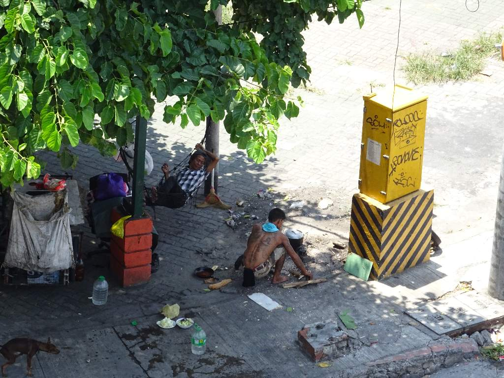 Life on the street in Manila